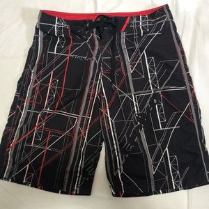 Oakley Size 32 Men's Board Shorts Black Geometric